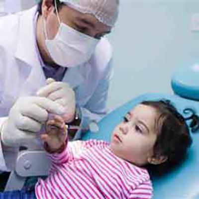 A hora certa de levar a criança ao dentista